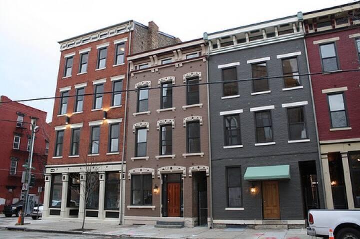 Modern Urban Loft Studio in OTR - Cincinnati - Loft