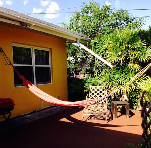 Quiet garden home close to all! - Plantation - House