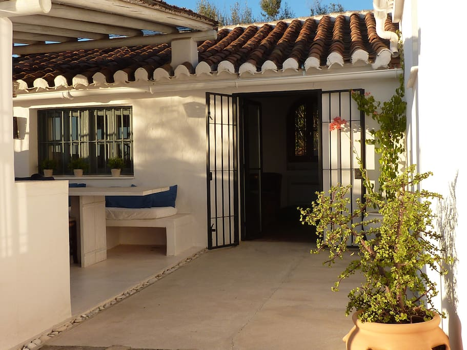 Entrance main house at outside kitchen late afternoon