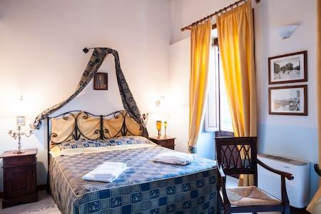 LR6B4 Family suite with breakfast - San Piero Patti