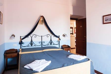 LR4A2 Double Room close the best Italian village - Bed & Breakfast