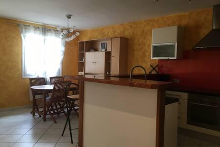 Maison de bourg T3 centre Chatel-Guyon,Riom,Volvic - Châtel-Guyon - Hus