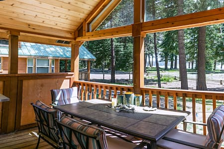 #52 The Cabins at Hyatt Lake - Sleeps 4 -Lake View - Hot Tub