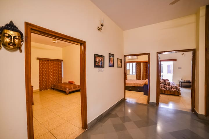 Awesome Budget Bungalow in Civil Lines with Wifi