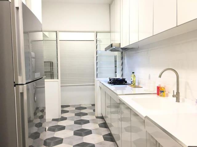small room promo (800/m)