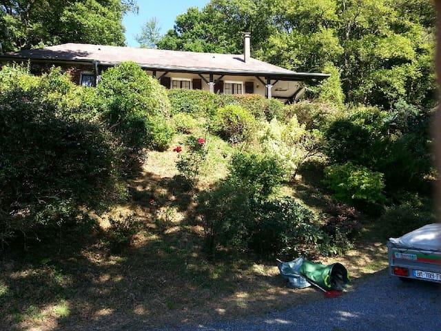 Calme surplomb d'un lac Pau Lourdes - Anos - Ev