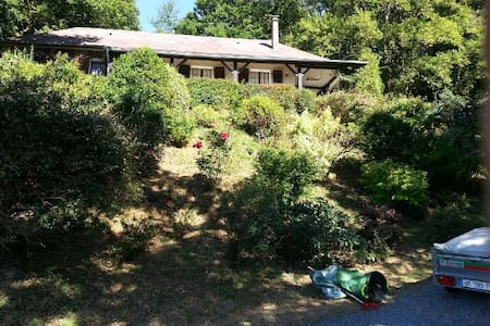 Calme surplomb d'un lac Pau Lourdes - Anos - House