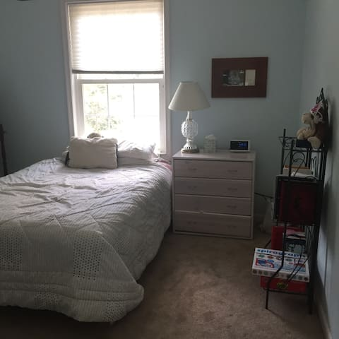 Cozy room in upscale neighborhood - Arlington - Casa