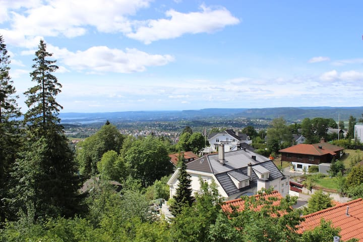 House with spectacular view in Holmenkollen!