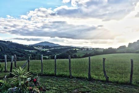 Jolie ferme rénovée vue dégagée - Isturits - Haus