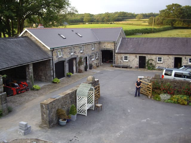 The Cottage, Llandybie. SA18 2ST - Llandybie, Ammanford - House
