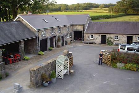 The Cottage, Llandybie. SA18 2ST - Llandybie, Ammanford