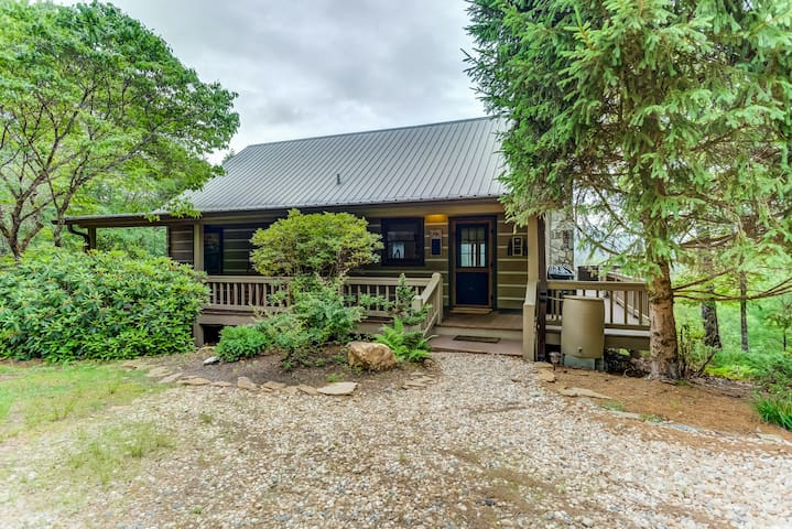 Premium Cleaned | New listing! Cozy retreat w/ great views, deck, private hot tub