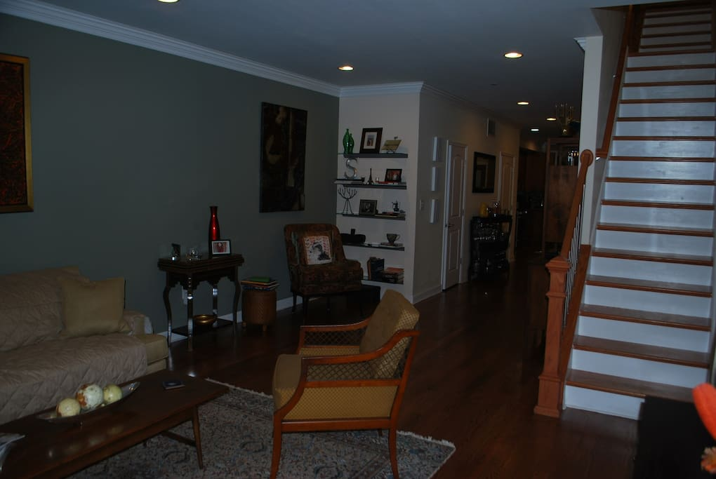 Spacious 3 Bedroom 2 5 Bath Home Townhouses For Rent In Philadelphia Pen