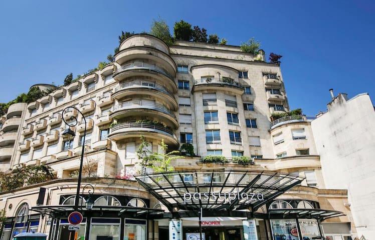 Cosy flat in the best street of Paris