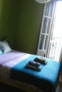 Cosy double bedroom near the center - Barcelona