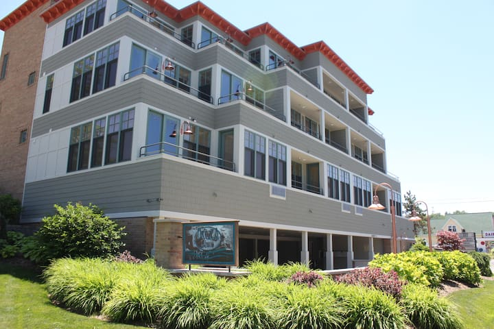 2BD Waterfront Best Location-#6 - Grand Haven - Condo