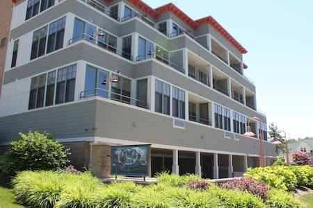 2BD Waterfront Best Location-#6 - Grand Haven - Condominium