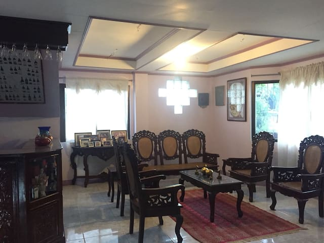Whole House 2BR 6mins walk to Crisologo St 6pax