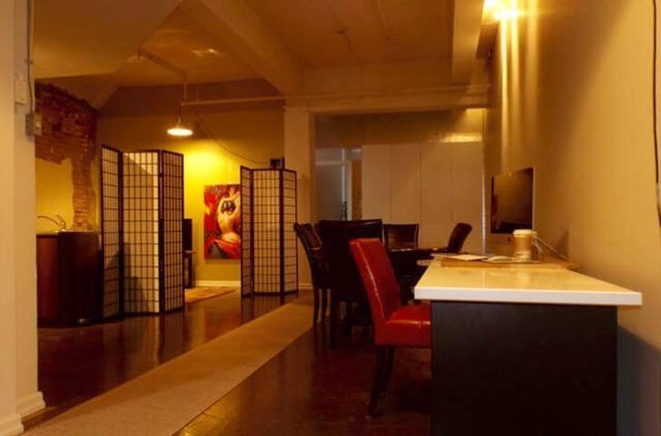 Huge KING Loft Flat Trendy FUN Area - Montréal - Wohnung