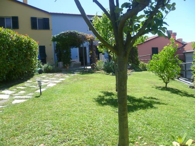 A piedi nudi sul prato - Ca' di Lazzino - Villa