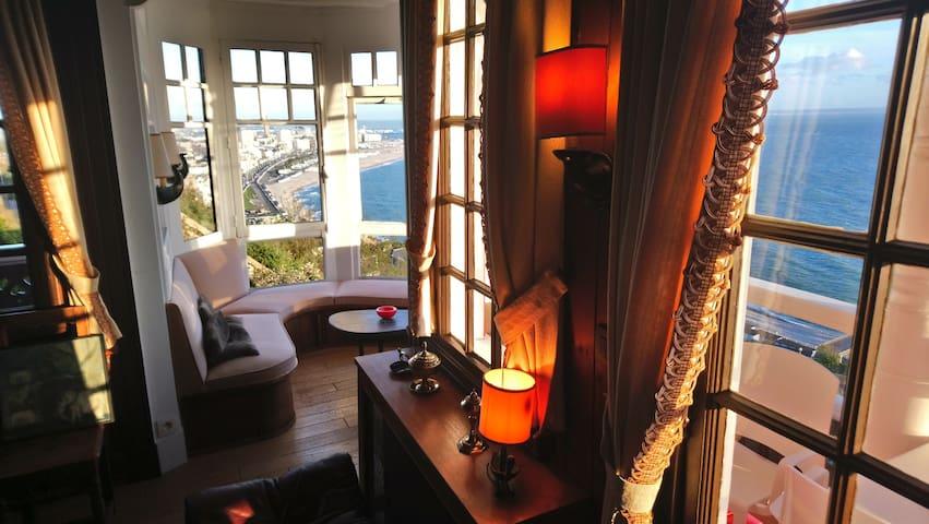 Maison historique exceptionnelle dominant la baie