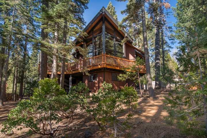 Large family home! Close to Tahoe City, Squaw/Alpine and Homewood!