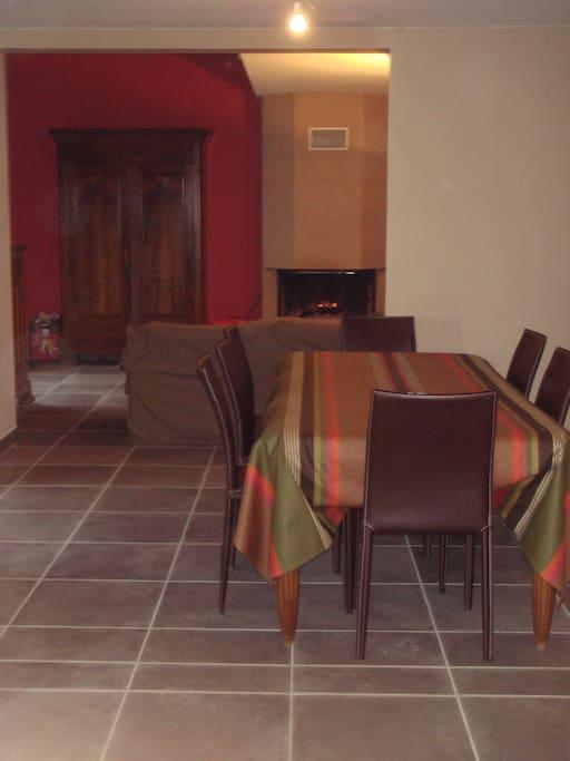 pièce principale : salle à manger salon
