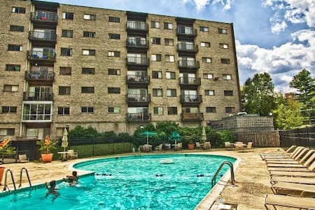 Private Room near Metro to DC - Falls Church - Apartment