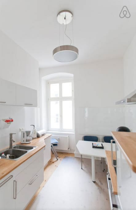 Fully equipped kitchen - view A
