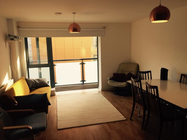 Modern 2 bed apt, Bow, East London - Londen - Appartement