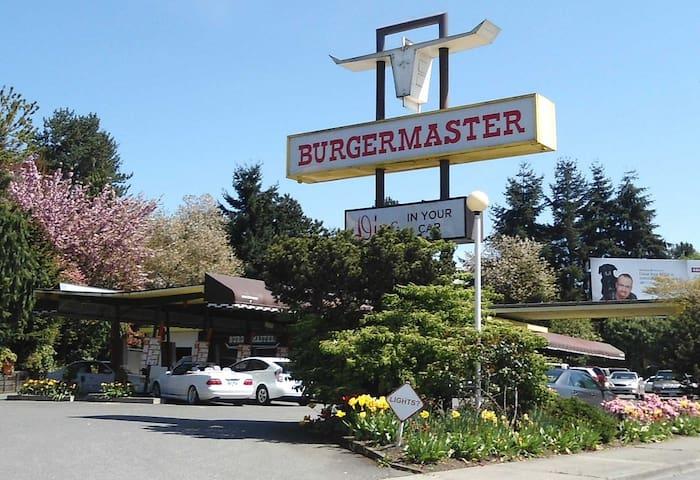 Burgers Burgers, yum yum