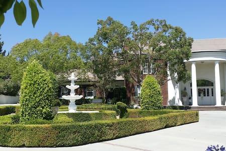 Haven Escape -  Colonial Mansion