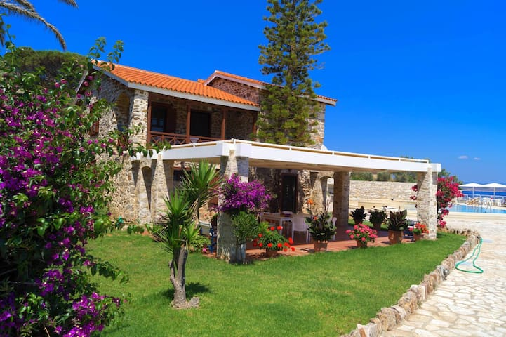 Seaside Villa with amazing sea view - Kato Sounio - Willa