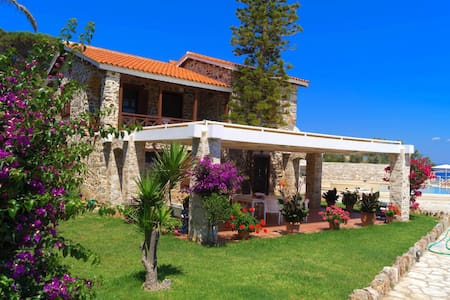 Seaside Villa with amazing sea view - Kato Sounio