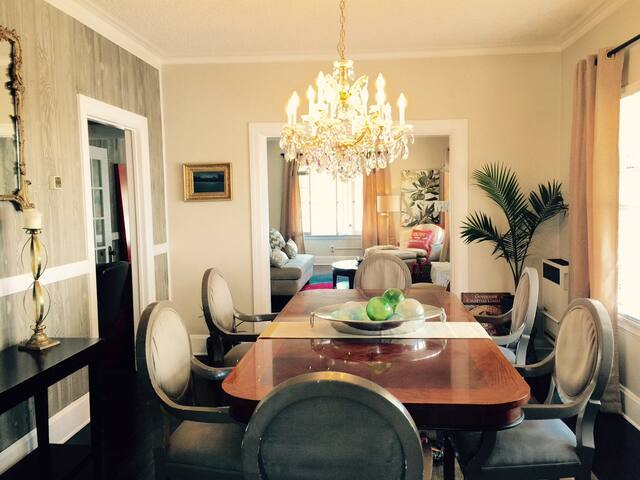 Celebrate time with family and friends or your latest business success!  Deco dining room complete with chandelier and original art to make your special time in Los Angeles all the more memorable/