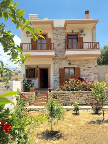 Antigone Stone House - Pitsidia - Hus