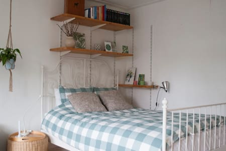Cozy and spacious bedroom near Central station