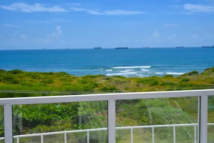 Top-Rate Oceanfront  Apartment in  Dar es salaam