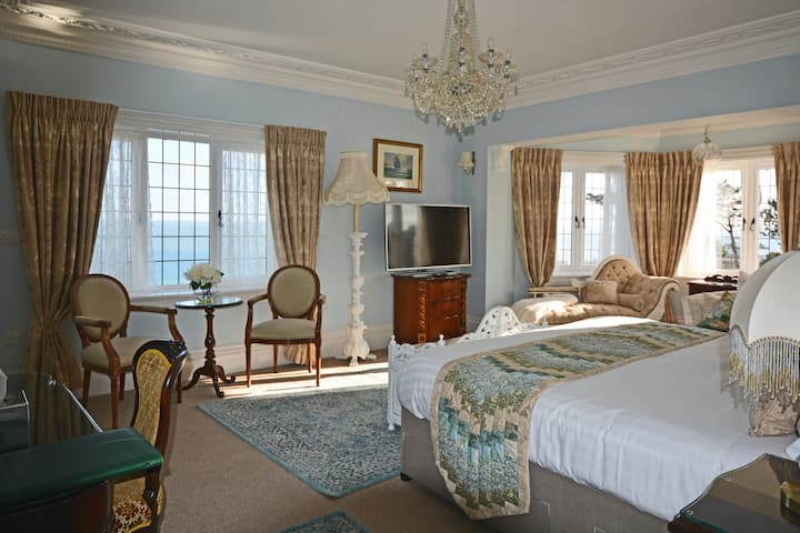 5-Star Luxury. V & A Room at Haven Hall Hotel