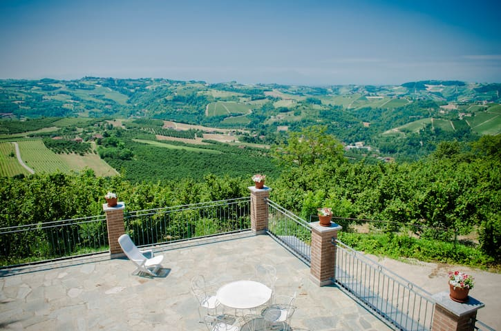 Panoramic Room in Langhe