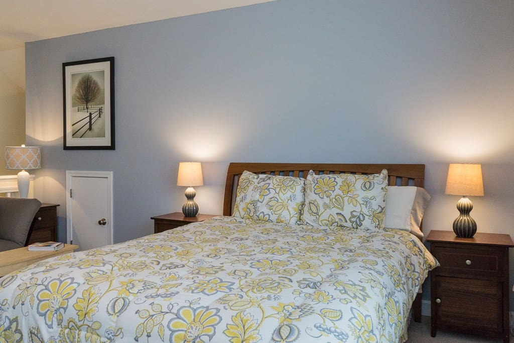 Comfortable, Newer Queen Bed with plenty of pillows!