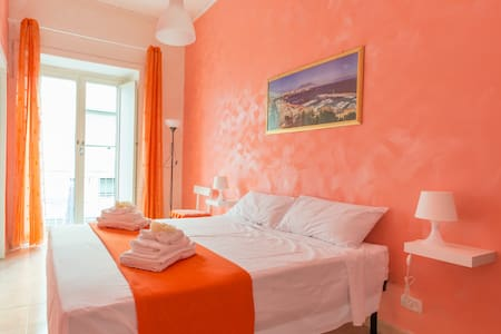 Central Comfortable Apartment-WIFI- Great position - Napoli