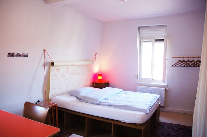 Das Rote Zimmer - Stuttgart - Rumah