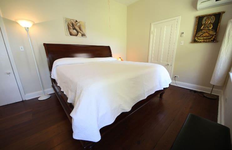 king bedroom ext