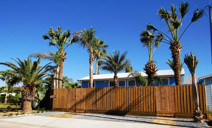 Brand new tropical cottage in the heart of Port A
