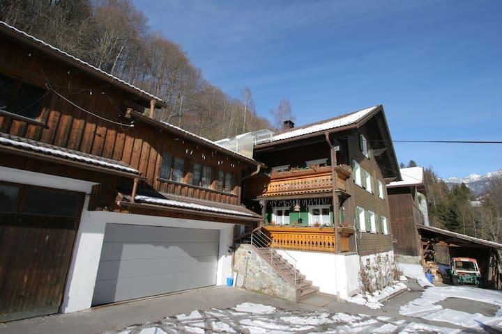 Appartement confortable près du domaine skiable à Tschagguns