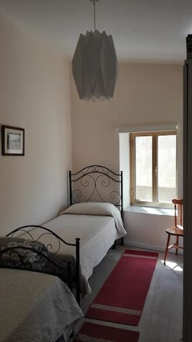 Bedroom 2 with 2 single beds.