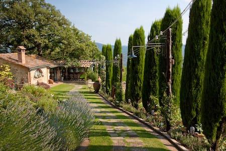 BORGO PARADISO 4+2, Exclusivity Emma villas - Ciciano