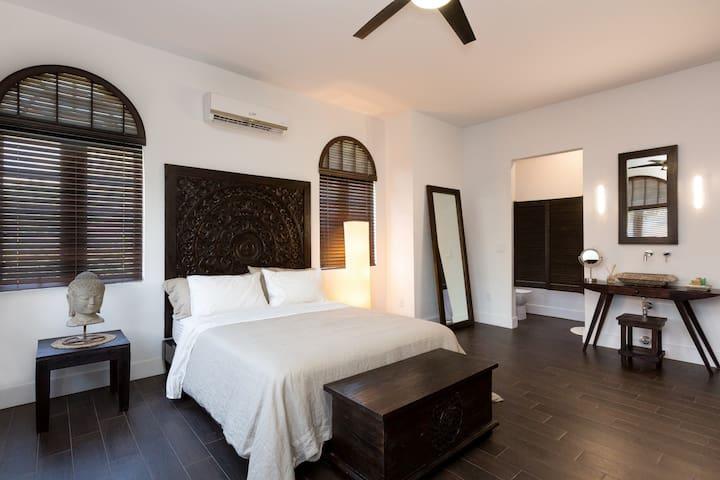 ✨Zen Queen Suite Inn  | No Cleaning Fee